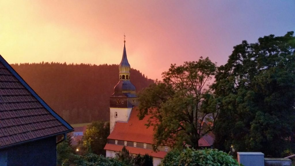 Paul-Gerhardt-Kirche im Sonnenuntergang